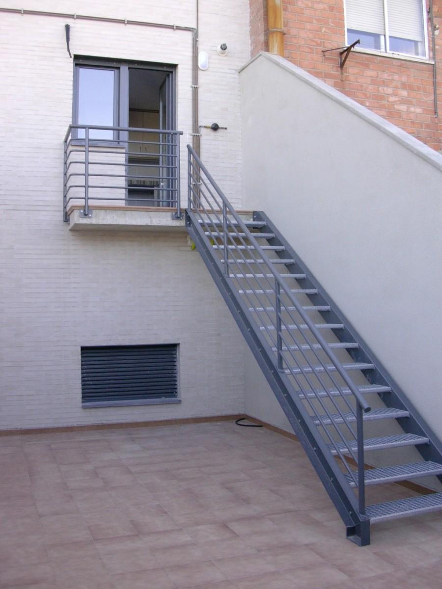 Escalera exterior metlica - Escalera metalica exterior ...